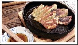 カレーの鉄板焼餃子@池田屋の鉄板餃子