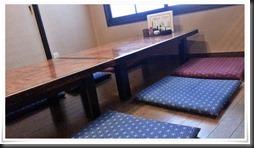 座敷のテーブル席@焼とり 源や