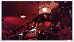 天井からギターが@BAR MEMPHIS TRAIN