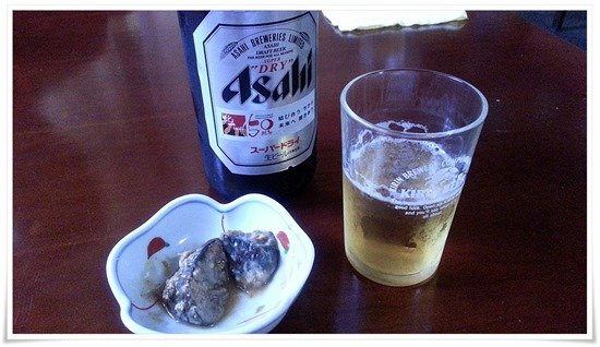 瓶ビールで乾杯@餃子の味味(みみ)