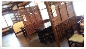 仕切られたテーブル席@かつかい州