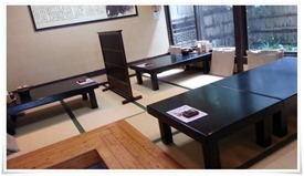座敷のテーブル席@かつかい州