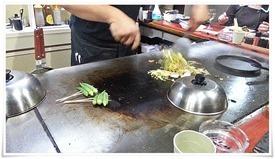まずはそばを炒めます@鉄板焼鶏 いしちゃん
