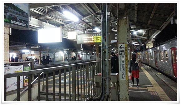 折尾駅ホーム@カクウチCHIHARU