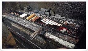 炭火で焼き上げてます@炭火焼鳥 長洲