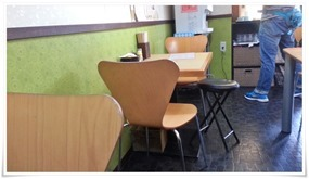 二人掛けテーブル席@うどん満月
