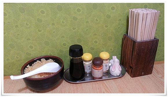 テーブル上の薬味等@うどん満月