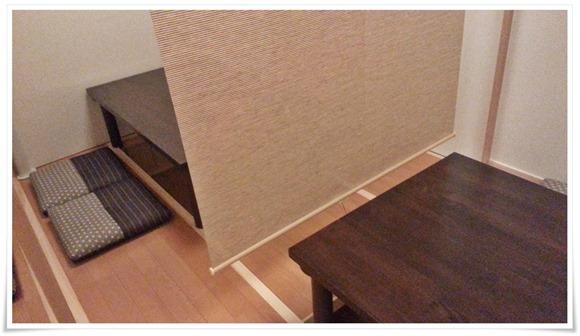 簾で仕切られたテーブル席@本格炭火焼 焼鳥 長洲