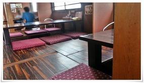 掘り炬燵式のテーブル席@とり安食堂 曽根店