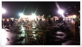 雨の中の食のゾーン@まつり起業祭八幡2014