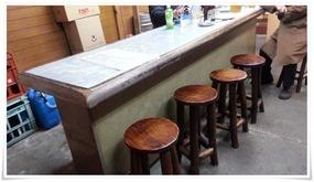 椅子完備のテーブル席@井形酒店