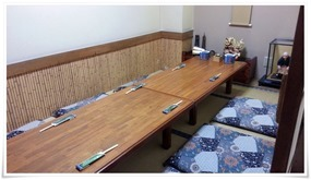小上がりのテーブル席@味処 板くら