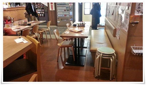 開放的な店内@さかなや食堂 辰悦丸