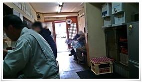 奥から店舗入口方面@お食事処 西京
