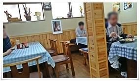 店舗奥のテーブル席@お食事処 西京