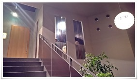 階段を登って店内へ@旬菜焼場 喰らっと