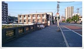 バス停先を左折@月天(がってん)