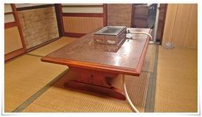 店内奥のテーブル席@焼肉 食道園