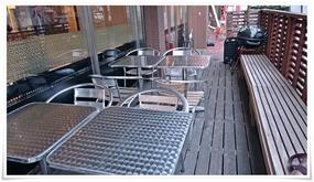テラスのテーブル席@CAFE ITCH(カフェ・イッチ)