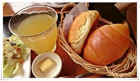 リンゴジュース&ロールパン@木輪(きりん)