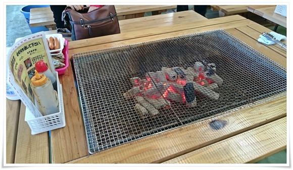 炭火の焼き台@若松妙見かき小屋