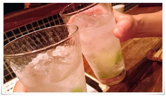 カクテルで乾杯@串あげBARバルサ