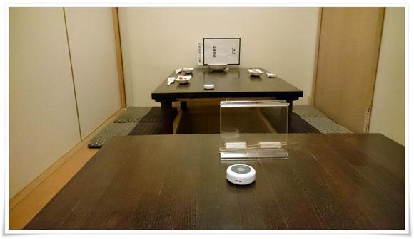 掘り炬燵式テーブル席@炭火焼鳥 長洲