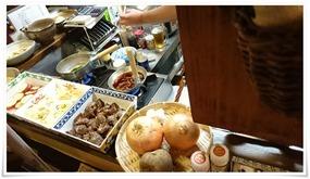 割り下にタマネギ投入@遊酒食堂 宇都宮