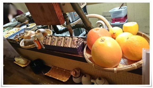 ドカンと置かれたオレンジ@遊酒食堂 宇都宮
