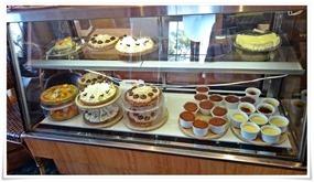 店頭のケーキ@クレイトンハウス 大島店