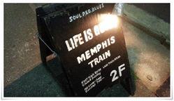 店頭のたて看板@BAR MEMPHIS TRAIN