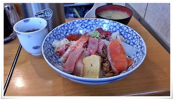 お楽しみ海鮮丼ネタの数々@うおがし丼かんの