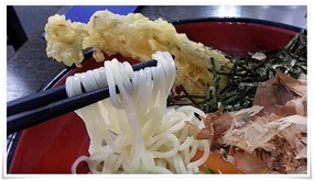 麺がメチャ細い@資さんうどん 中央町店