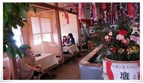 左手のテーブル席@和風レストランやひろ