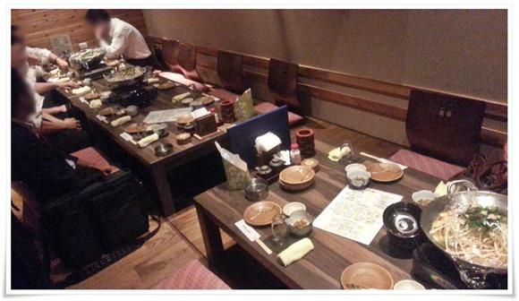 掘り炬燵式の座敷テーブル席@黒崎再生酒場