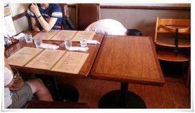 店内入ってすぐのテーブル席@グリル爛漫(らんまん)