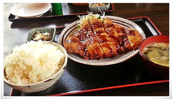 とり安食堂 曽根店にて朝からガッツリ名物の「チキンカツ定食・びっくり仰天丼」を食す!