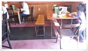 入って右手のテーブル席@味八(あじはち)