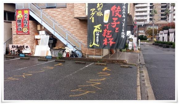 店舗横の駐車場@焼麺屋 虎之介