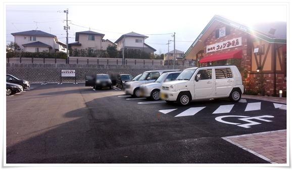 店舗前の駐車場@コメダ珈琲 北九州桃園公園店
