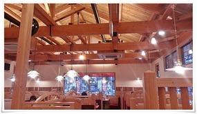 天井も高く開放感ある店内@コメダ珈琲店