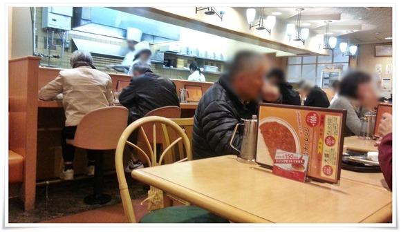 ほぼ満席の店内@味のガンジス