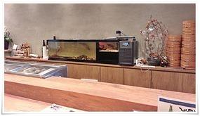厨房内の水槽@魚マルシェ2号店