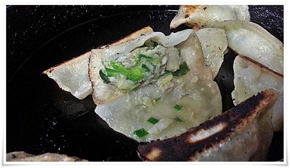 餃子の餡はこんな感じ@ぎょうざ いづみ
