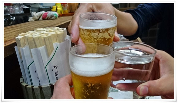 ビールで乾杯@ぎょうざ亭たしろ