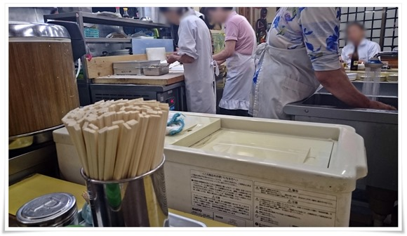 餃子を作るおばちゃん@本店 鉄なべ
