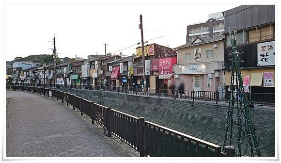 堀川沿いで営業されているやきとり綾(RYO)
