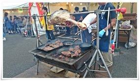 小倉牛の丸焼き焼いています@まつり起業祭八幡2015