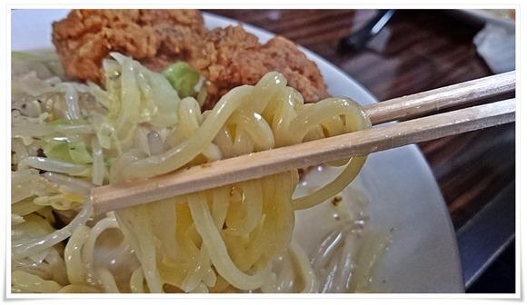 麺はツルツル激ウマ@GOLD RASH