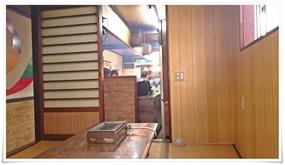 店内奥からカウンター方面@焼肉 食道園